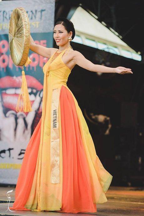 Nguyen Thi Loan xuat sac lot Top 3 trang phuc dan toc dep nhat Miss Grand International 2016 - Anh 1