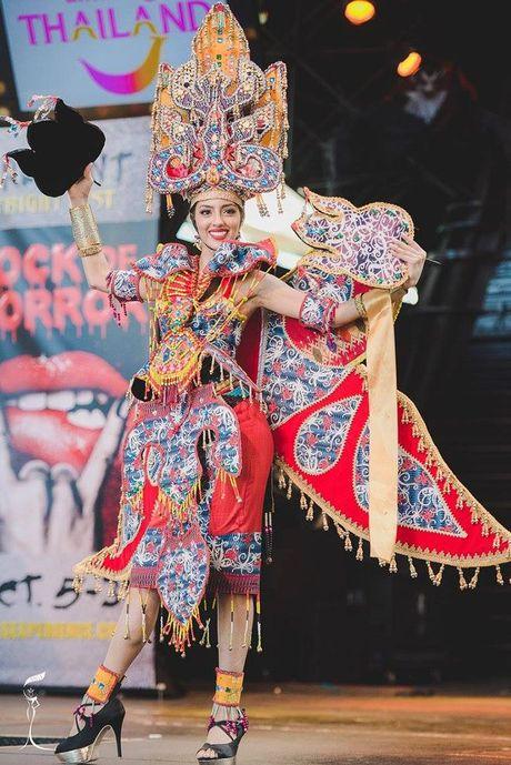 Nguyen Thi Loan xuat sac lot Top 3 trang phuc dan toc dep nhat Miss Grand International 2016 - Anh 7