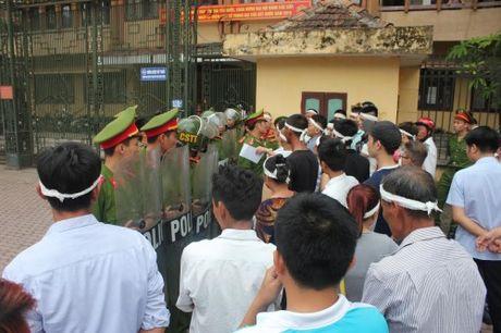 Vu giet nguoi o Hoa Lu, Ninh Binh: Toa bo lot toi pham? - Anh 1