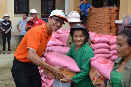 Ban doc bao Thanh Nien den voi ba con vung lu mien Trung - Anh 1