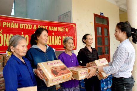 Ban doc bao Thanh Nien den voi ba con vung lu mien Trung - Anh 2