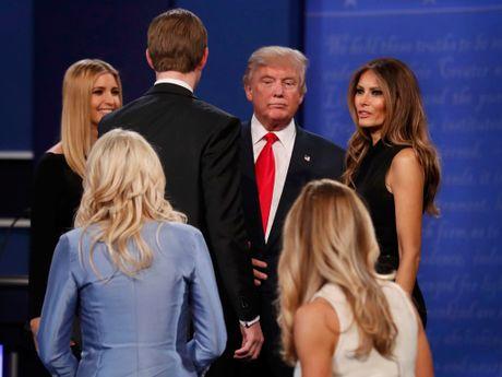 Ong Trump tuyen bo 'chang buon xin loi vo ' giua cuoc tranh luan tong thong - Anh 1