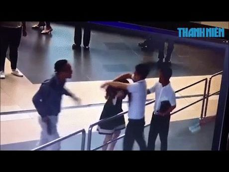 'Soai ca' ao den voi pha hanh dong giai cuu nu nhan vien Vietnam Airlines - Anh 1