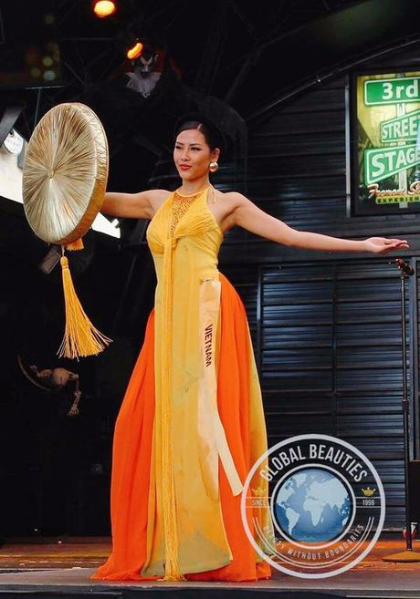 Nguyen Thi Loan vao top 3 Trang phuc Dan toc dep nhat - Anh 4