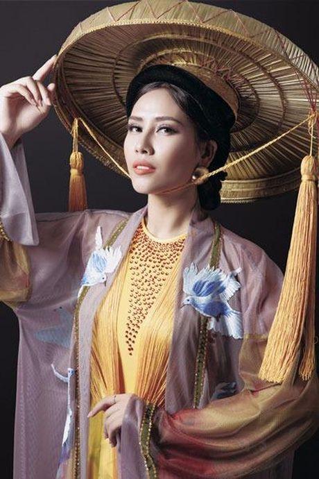 Nguyen Thi Loan vao top 3 Trang phuc Dan toc dep nhat - Anh 7