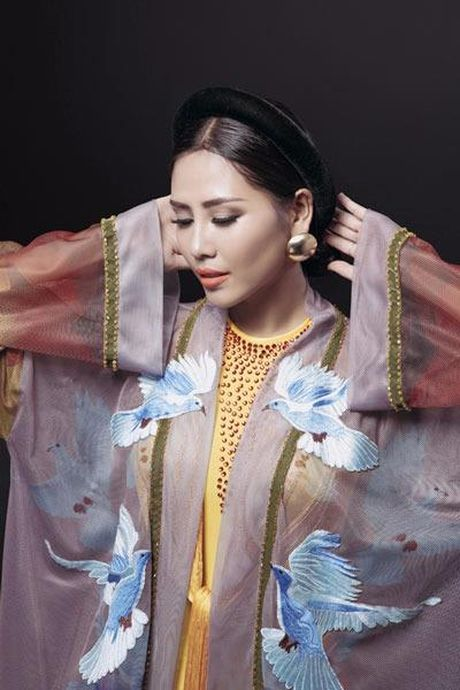 Nguyen Thi Loan vao top 3 Trang phuc Dan toc dep nhat - Anh 8