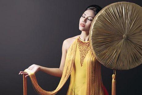 Nguyen Thi Loan vao top 3 Trang phuc Dan toc dep nhat - Anh 9