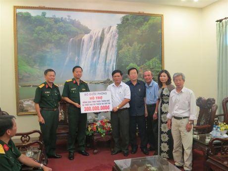 Bo Quoc phong ho tro dong bao bi lu lut Thua Thien - Hue - Anh 1