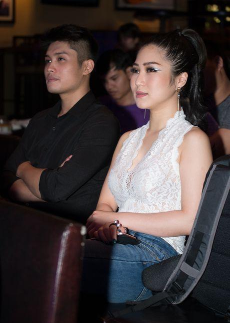 Huong Tram mac don gian den chuc mung Trinh Thang Binh - Anh 5