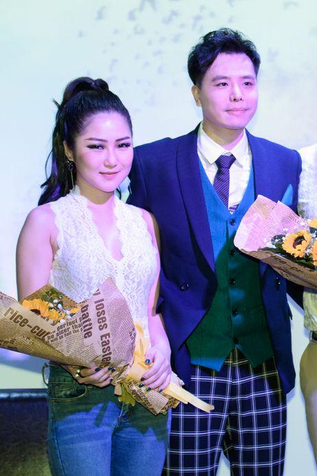 Huong Tram mac don gian den chuc mung Trinh Thang Binh - Anh 6
