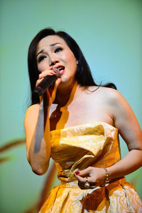 Ha Ho tu Quang Binh ve TP.HCM gop giong ung ho mien Trung - Anh 15