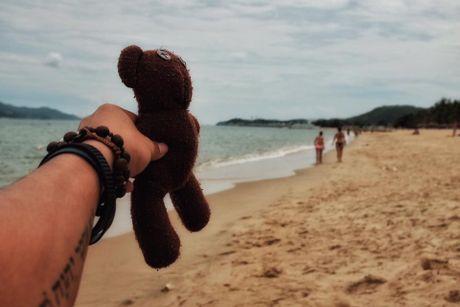 Chang trai dua gau Teddy di xuyen Viet - Anh 11