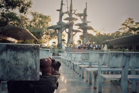 Chang trai dua gau Teddy di xuyen Viet - Anh 6