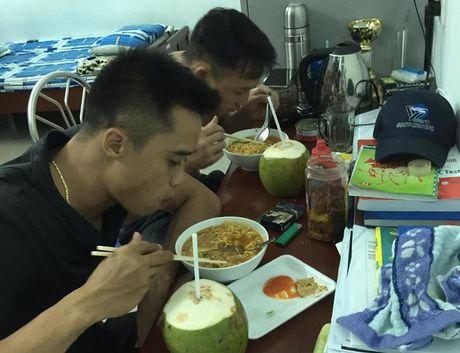 Dong nghiep ke chuyen tinh ban cua hai phi cong tu nan - Anh 1