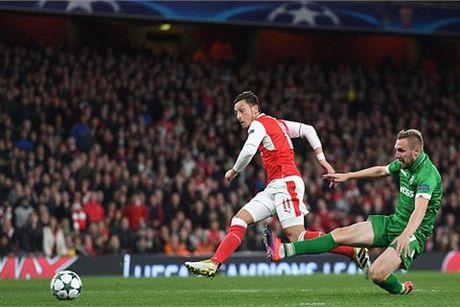 Ozil lap hat-trick, Arsenal thang kieu tennis - Anh 1