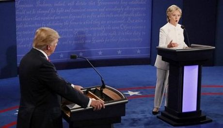 Dau khau lan 3: Hillary to Trump 'nuoc mat ca sau' - Anh 1