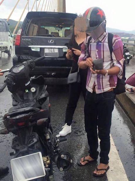Xe may tong duoi xe hop hang sang, boi thuong 18,5 trieu dong - Anh 2