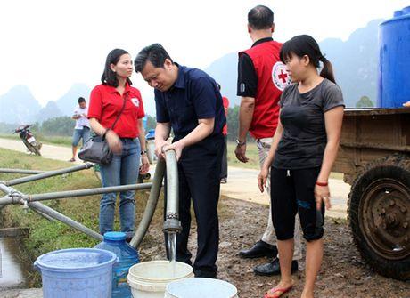 Quang Binh cang minh xu ly moi truong phong chong dich benh sau lu - Anh 2
