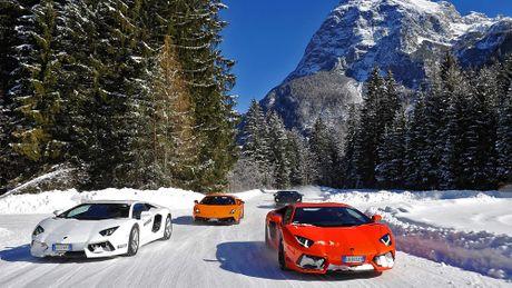 Dua xe tren bang mien phi khi mua xe Lamborghini - Anh 1