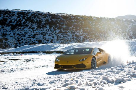 Dua xe tren bang mien phi khi mua xe Lamborghini - Anh 2