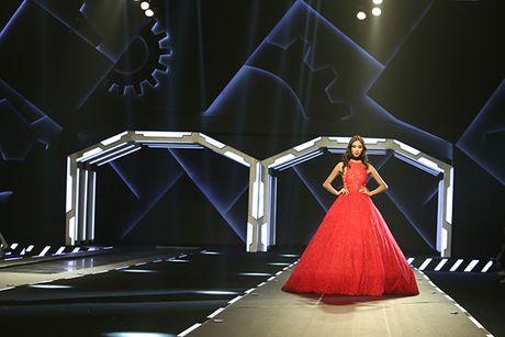 Hoa hau My Linh lam vedette trong show thoi trang cua Chung Thanh Phong - Anh 10