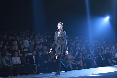 Hoa hau My Linh lam vedette trong show thoi trang cua Chung Thanh Phong - Anh 8