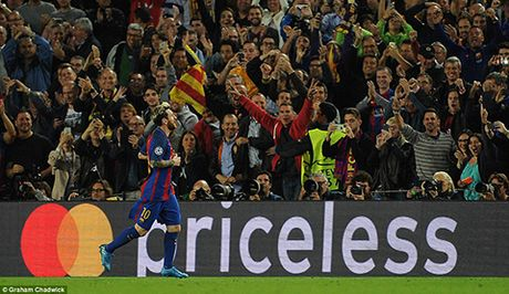 Barcelona 4-0 Man City: Messi lap hat-trick, Bravo mac sai lam te hai, Pep bat luc - Anh 5