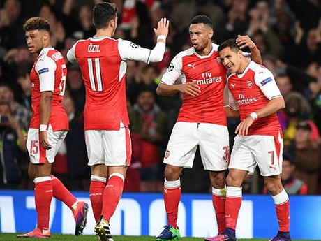 Voi 'tam tau' Sanchez - Oezil - Walcott, Arsenal luc nay that dang so - Anh 2