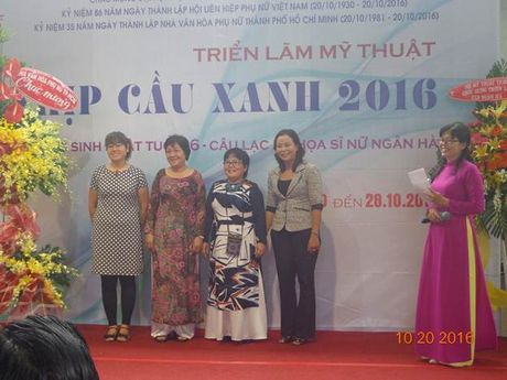 Trien lam hoi hoa 'Nhip cau xanh 2016' tai Hoi My thuat TP. Ho Chi Minh - Anh 7