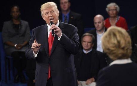 Tranh luan lan ba: Trump xoay sau vao that bai qua khu cua Clinton - Anh 1