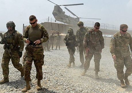 Afghanistan: Tan cong gan can cu cua NATO lam 2 nguoi My thiet mang - Anh 1