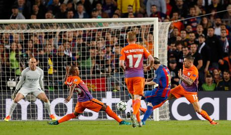 Chum anh: Messi 'gieo sau' cho thay cu Pep Guardiola - Anh 13