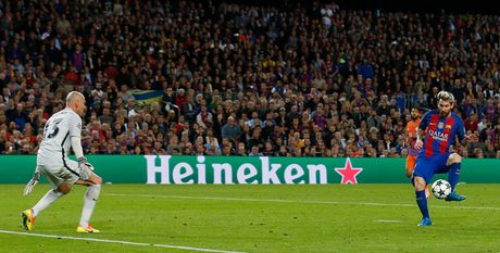 Chum anh: Messi 'gieo sau' cho thay cu Pep Guardiola - Anh 15