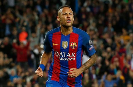 Chum anh: Messi 'gieo sau' cho thay cu Pep Guardiola - Anh 17