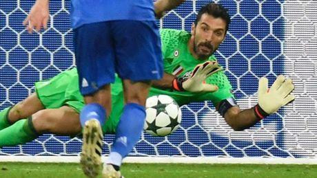 DHTB luot tran 3 vong bang Champions League: Vinh danh Messi va Oezil - Anh 2