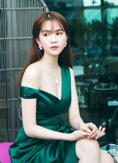 Ngoc Trinh choi bo dai gia da tinh: Hon Ha Ho? - Anh 1