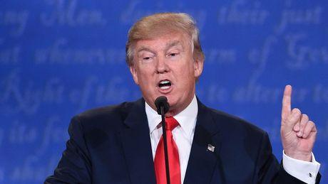 Nguoi phu nu to Trump co tinh 'cham vao nguc phai' - Anh 3