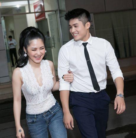 Huong Tram gay to mo khi xuat hien cung trai la - Anh 1