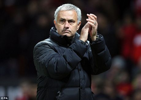 Jose Mourinho ly giai ve viec bo roi Henrikh Mkhitaryan - Anh 2