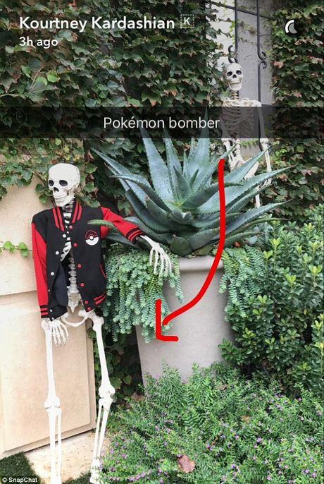 Xem gioi nha giau trang tri nha cuc di ngay Halloween - Anh 10