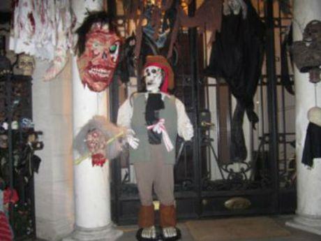Xem gioi nha giau trang tri nha cuc di ngay Halloween - Anh 1