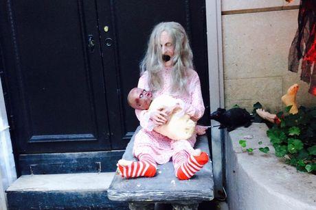 Xem gioi nha giau trang tri nha cuc di ngay Halloween - Anh 2