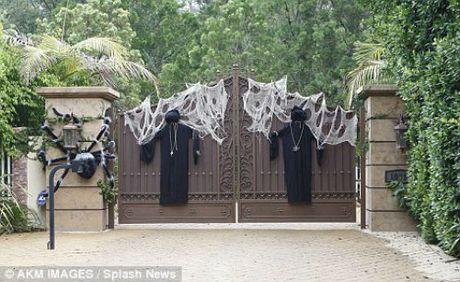 Xem gioi nha giau trang tri nha cuc di ngay Halloween - Anh 5