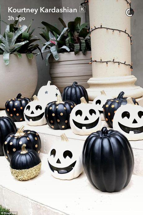 Xem gioi nha giau trang tri nha cuc di ngay Halloween - Anh 8