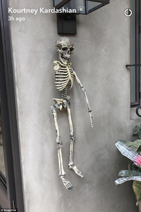 Xem gioi nha giau trang tri nha cuc di ngay Halloween - Anh 9