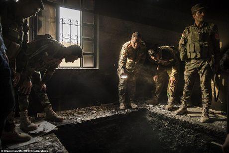 Can canh ngoi nha cua phien quan IS o ngoai o Mosul - Anh 10