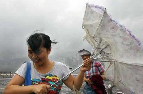 Loat anh Hong Kong truoc them sieu bao Haima - Anh 4