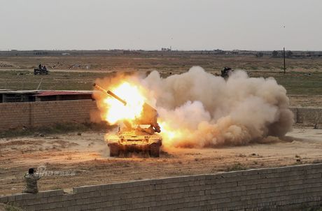 Phao phan luc TOS-1A oanh tac Mosul, quan IS 'het duong song' - Anh 7