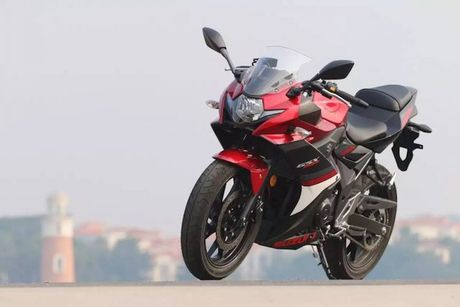 Can canh sportbike Suzuki GSX-250R 'dau' Yamaha R25 - Anh 9