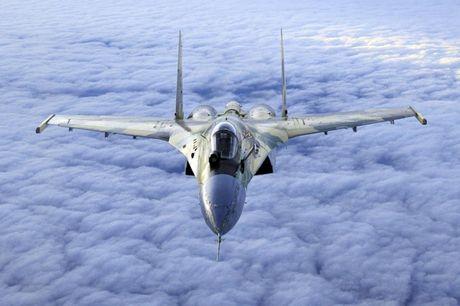 Sieu tiem kich Su-35: Vu khi thong tri bau troi cua Khong quan Nga - Anh 2